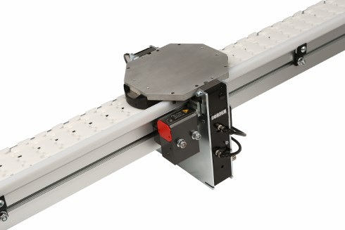 Pallet Stops on 2200 SmartFlex flexible chain conveyor